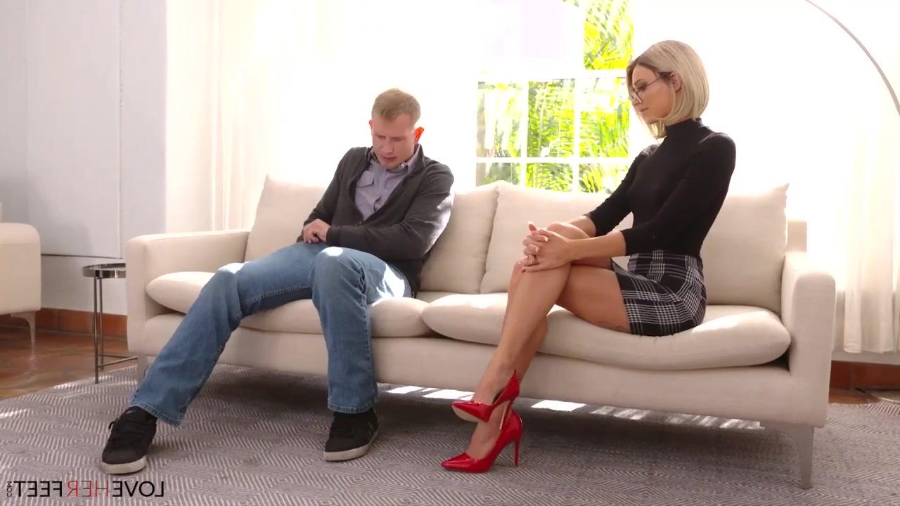 Секретарши В Коротких Юбках Порно